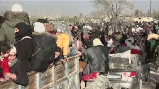 Guerra na Síria obriga 50 mil pessoas a deixar suas casas