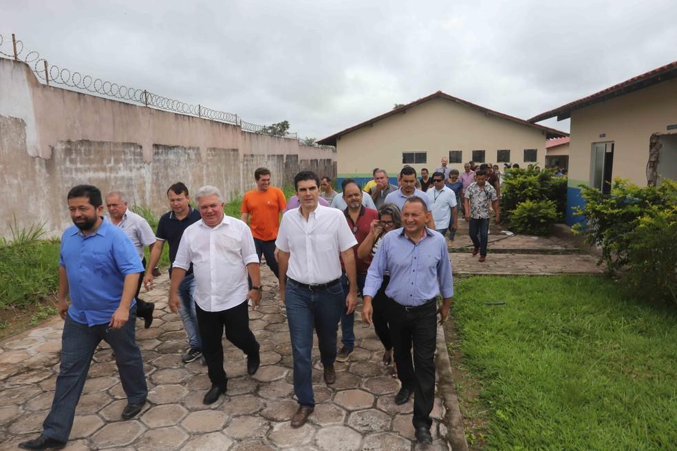 Visita do governador do Pará ao hospital de Mojuí dos Campos — Foto: Marco Santos/Agência Pará