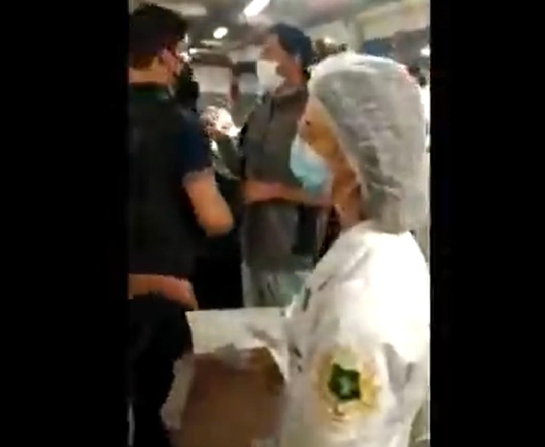 Drive-thru de vacinação contra Covid em Contagem tem tumulto e 'buzinaço' na noite desta quinta