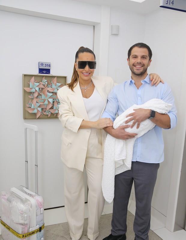 Sabrina Sato e Duda Nagle deixam maternidade (Foto: Manuela Scarpa/Brazil News)