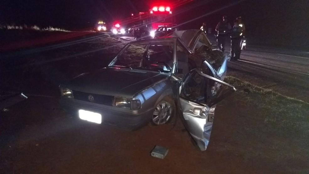 Motorista morreu e três passageiros ficaram feridos em acidente na SP-333 em Tarumã (Foto: Corpo de Bombeiros / Divulgação)