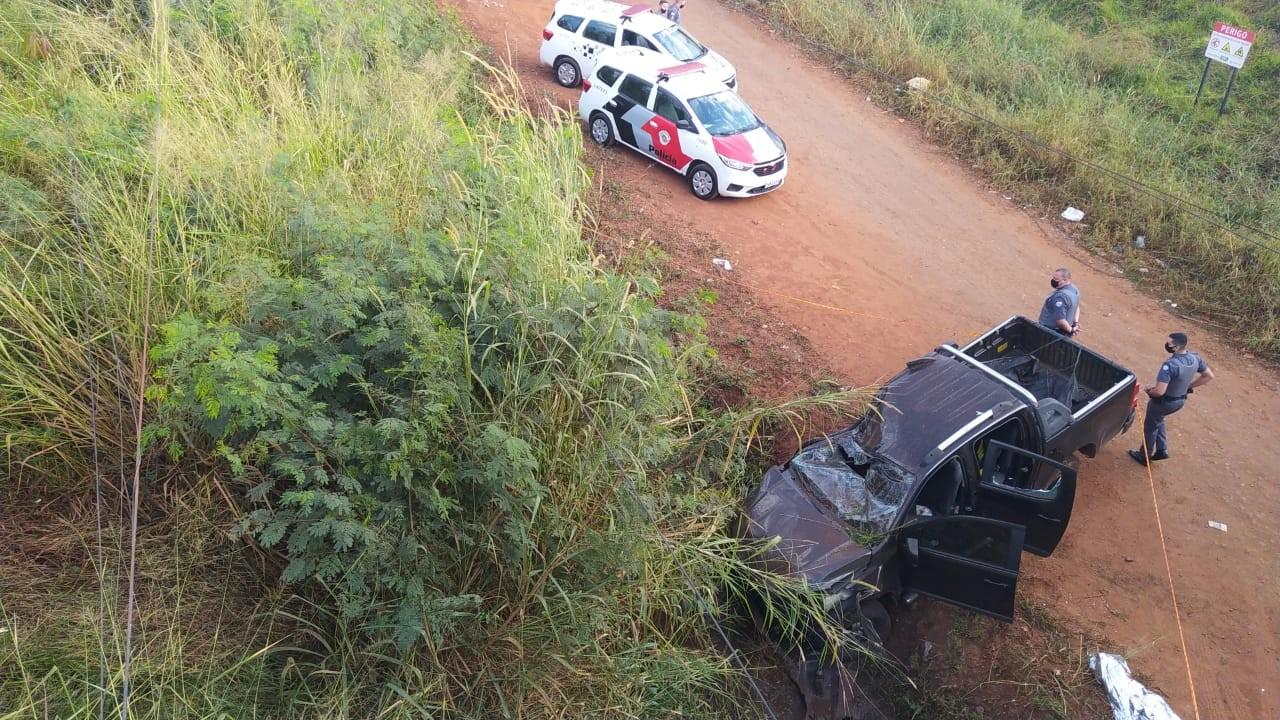 Motorista morre após carro capotar e cair de viaduto em Campinas, SP