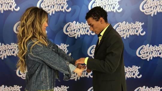 'Quem Quer Ser Um Milionário?': participante hipnotiza equipe do 'Caldeirão'