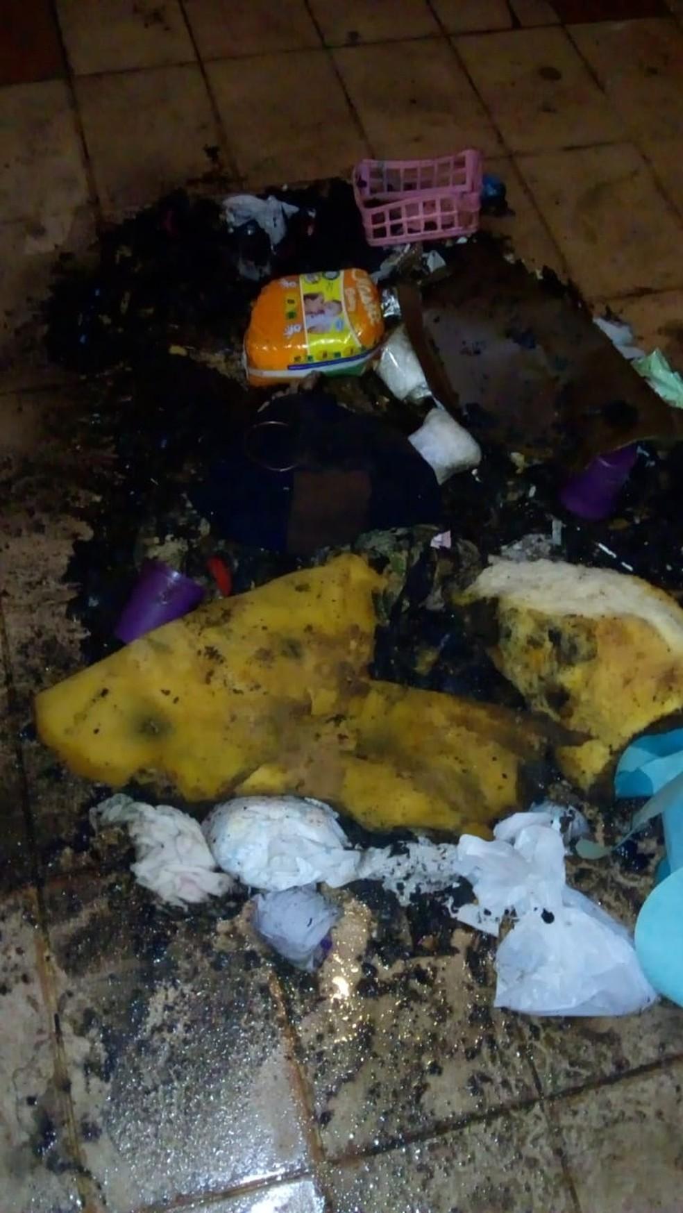 Quarto de recém-nascida ficou destruído pelas chamas, em Campo Grande. — Foto: Arquivo Pessoal/Maeli Valente