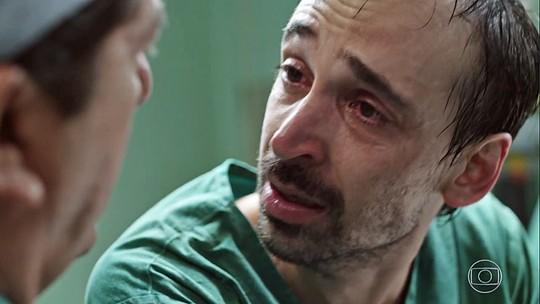 'Sob Pressão': Evandro, personagem de Julio Andrade, perde mulher no 1º episódio