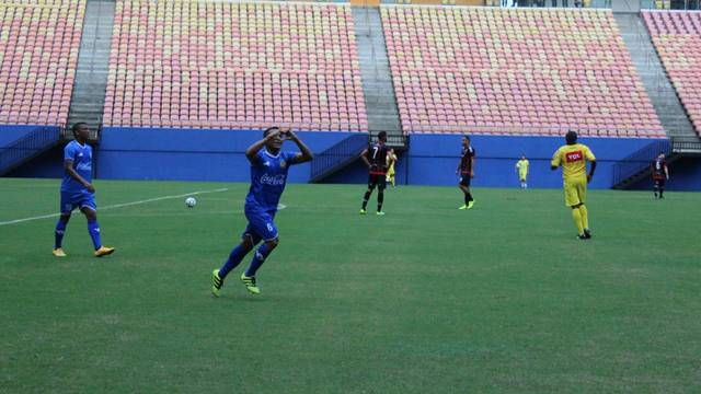 Sousa fez os dois gols do jogo