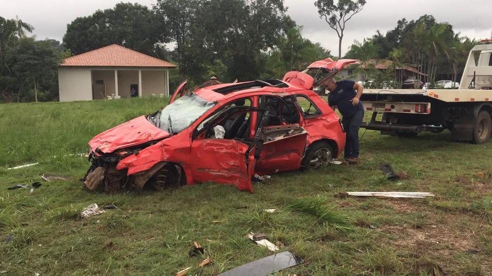 Carro foi removido pela PRF após acidente na BR-364 em Porto Velho — Foto: PRF/Divulgação