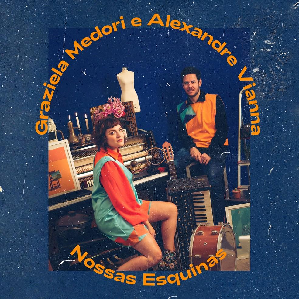 Capa do álbum 'Nossas esquinas', de Graziela Medori e Alexandre Vianna — Foto: Luan Cardoso / Divulgação