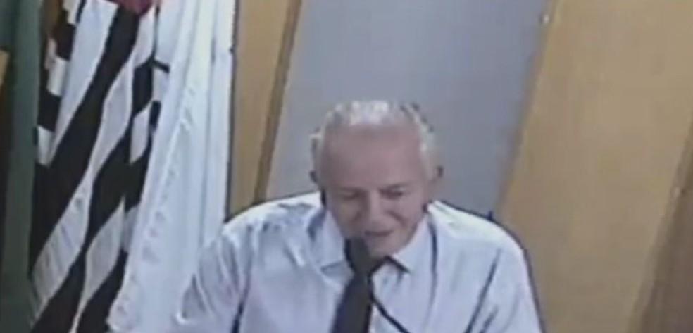 Vereador usou a tribuna para fazer o pedido sobre o uso dos banheiros (Foto: TV TEM / Reprodução )