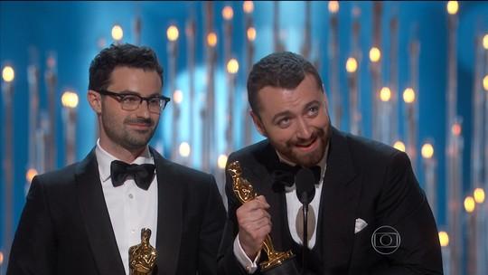 Sam Smith pede desculpas a roteirista que criticou seu discurso no Oscar