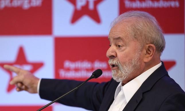 'Pra que eu vou fazer autocrítica se vocês podem me criticar?', escreveu Lula em publicação no Twitter