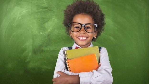 Rotular a criança de superdotada pode, às vezes, ter desvantagens (Foto: Getty Images via BBC News Brasil)