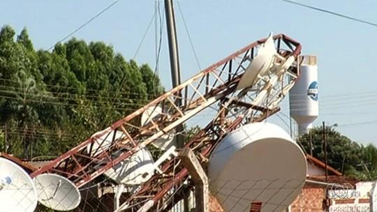 Vendaval derruba torre de telefonia e posto de combustível em Perolândia