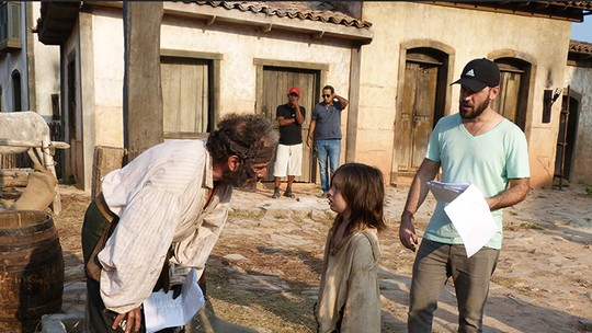 Making of: Gabriel Palhares mata a saudade de Caju no spin-off 'A Lenda do Mão de Luva'