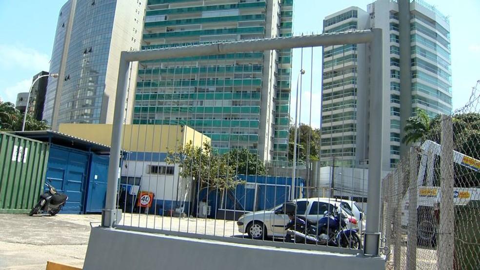 Modelo de barreira que vai ser instalada na Terceira Ponte — Foto: Ari Melo/ TV Gazeta