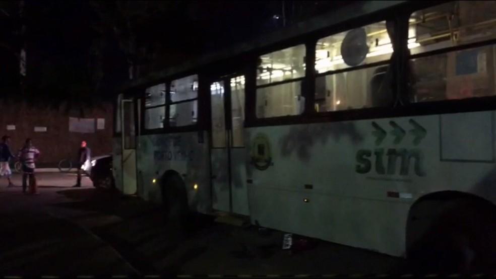 Acidente entre ônibus e moto aconteceu no Bairro Aeroclube — Foto: Beatriz Maciel/Rede Amazônica