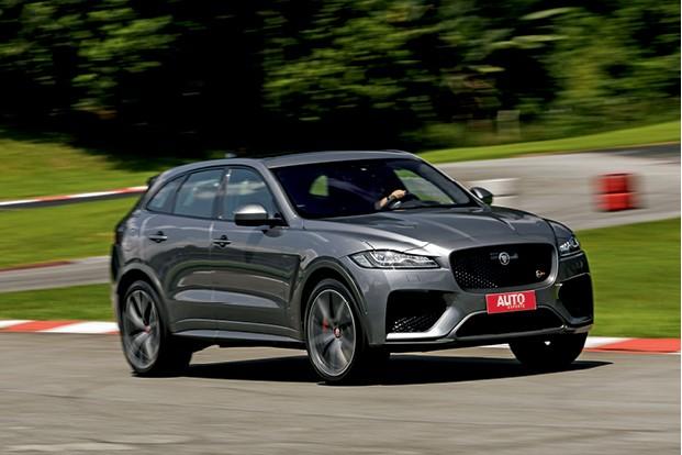 Jaguar F-Pace SVR  - mais agressivo, o modelo traz mudanças que o deixam mau-encarado (Foto: Christian Castanho)