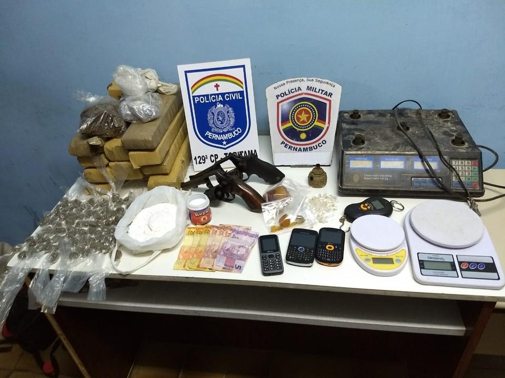 Operação da Polícia Civil visa cumprir 35 mandados de busca e apreensão, e um de prisão em Toritama (Foto: Polícia Civil/Divulgação )