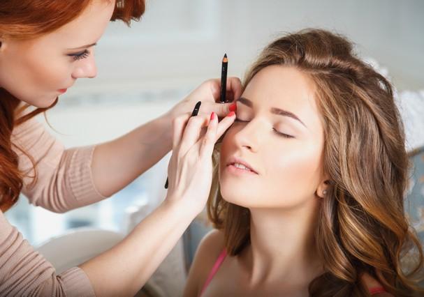 Maquiagem natural é tendência no altar (Foto: Shutterstock)
