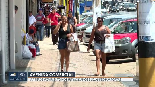 Lojistas da avenida Comercial, em Taguatinga, reclamam de queda no movimento