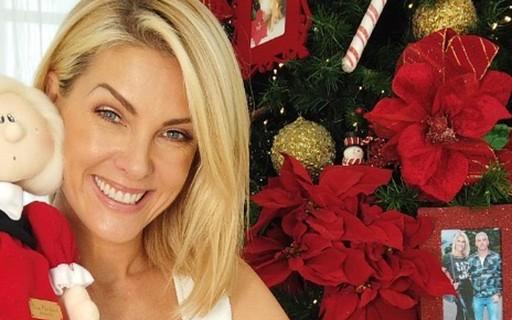 Ana Hickmann mostra decoração natalina de sua mansão