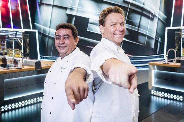 Batista e Claude Troisgros no 'Mestre do sabor' (Foto: Victor Pollak/TV Globo)