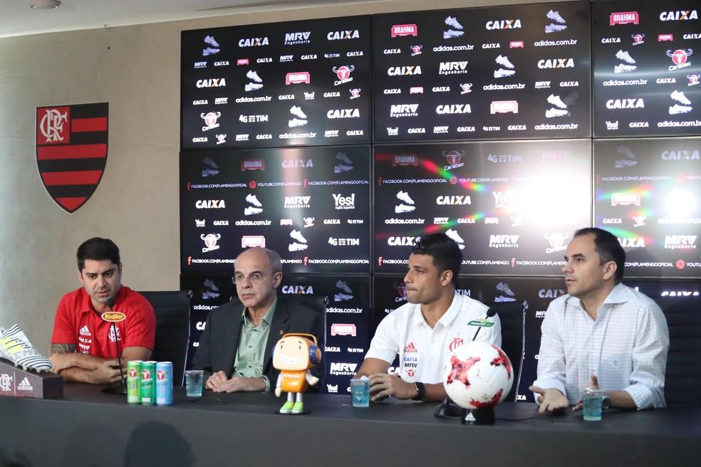 Márcio Tannure, Eduardo Bandeira de Mello, Ederson e Rodrigo Caetano em coletiva no Flamengo (Foto: Gilvan de Souza)