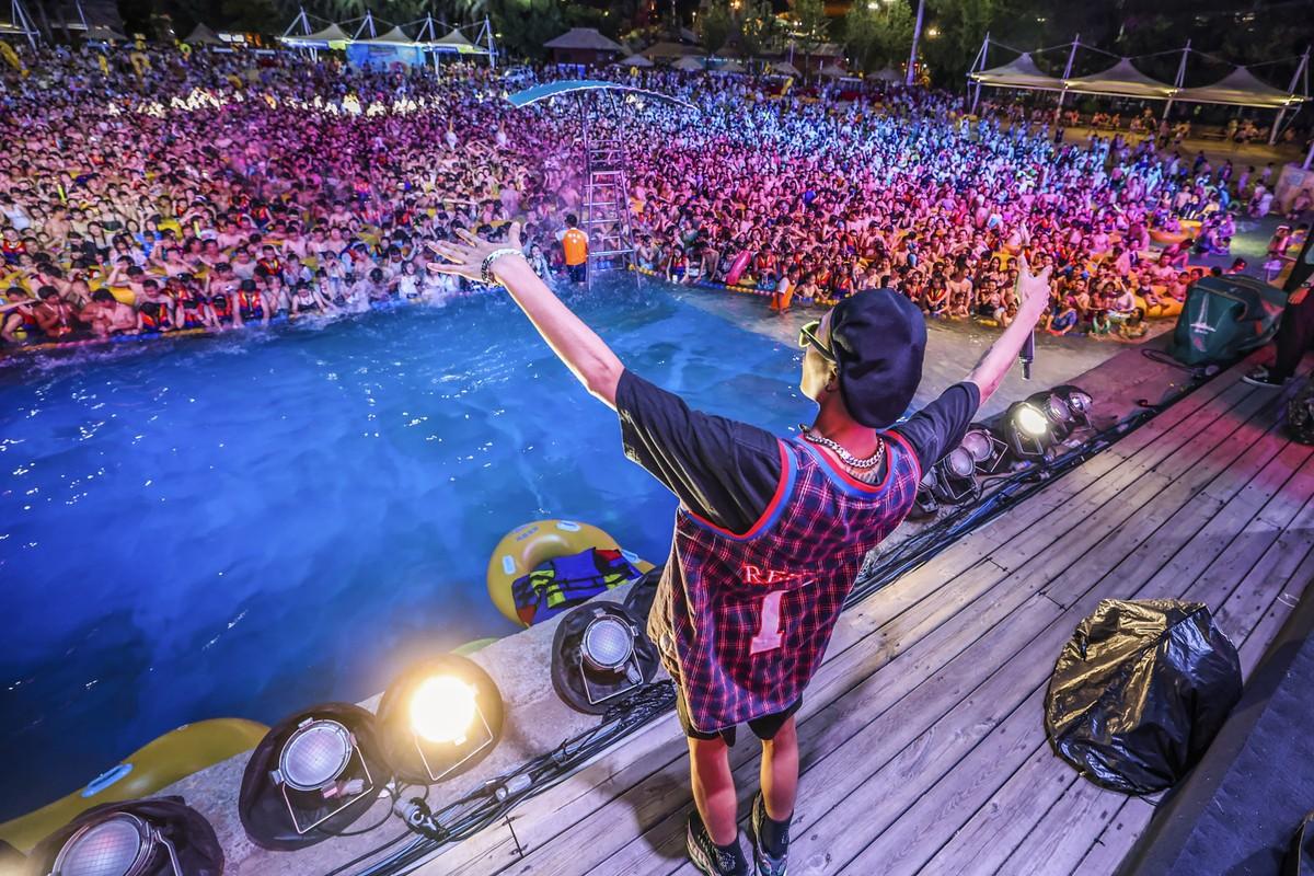 Festa de música eletrônica causa polêmica em Wuhan, berço da pandemia
