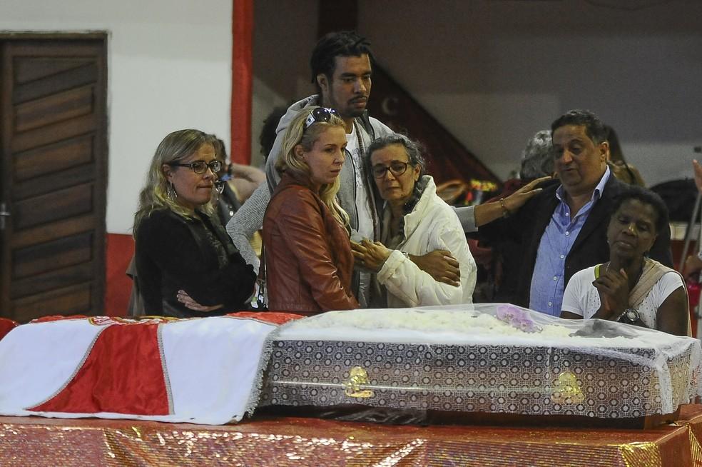 Corpo de Luiz Melodia é velado no Rio de Janeiro (Foto: ARMANDO PAIVA/AGIF/ESTADÃO CONTEÚDO)