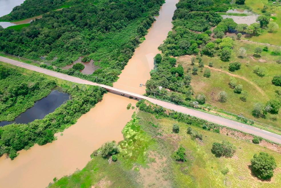 Sobrevoo confirma que resíduos não são oriundos de barragens — Foto: Sema/Assessoria