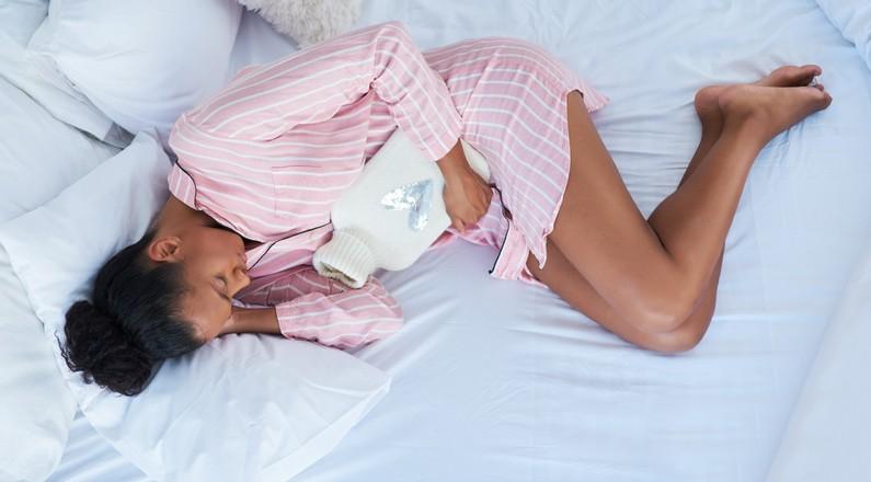 5 dicas que ajudam a diminuir a cólica menstrual (Foto: reprodução Getty Images)