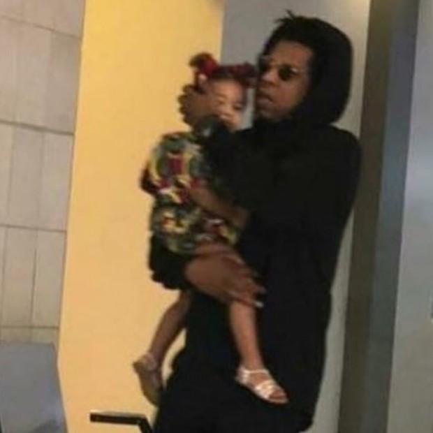 Beyoncé e Jay Z desembarcam na África com os filhos (Foto: Instagram)