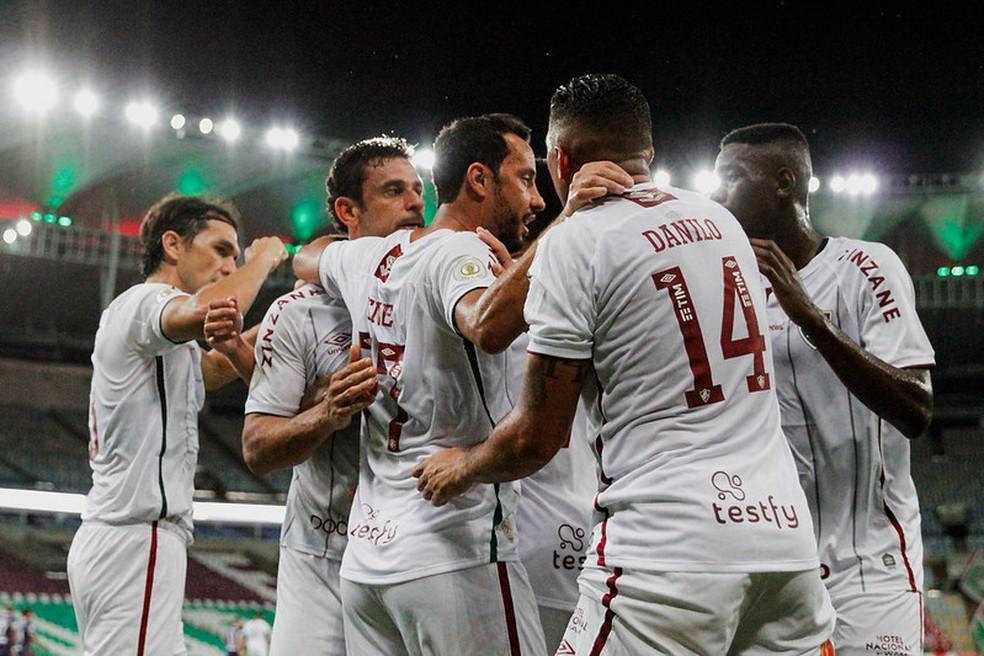 Nenê e Fred comemoram gol sobre o Fortaleza — Foto: Lucas Merçon / Fluminense FC
