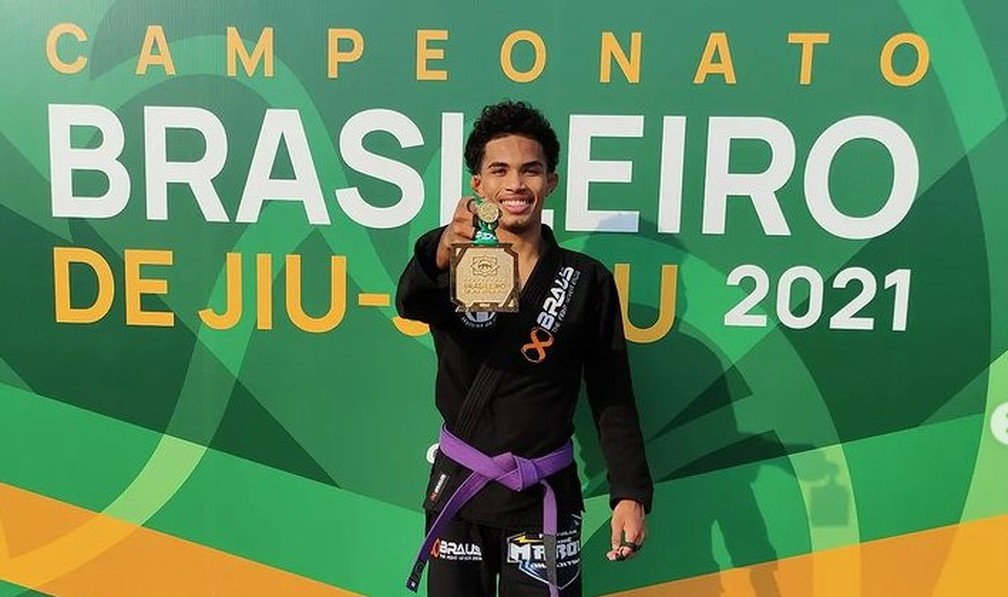 Bruno Sena com a medalha de ouro do Campeonato Brasileiro  — Foto: Bruno Sena/Rede Social