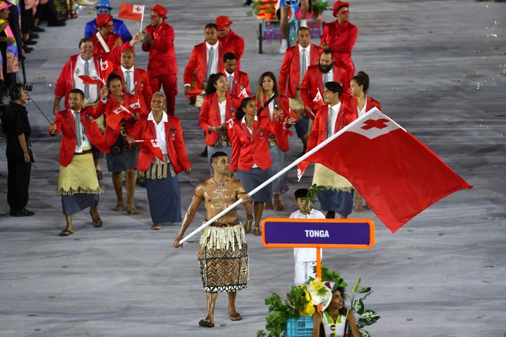 Pita como porta-bandeira de Tonga na Rio 2016 — Foto: Paul Gilham/Getty Images