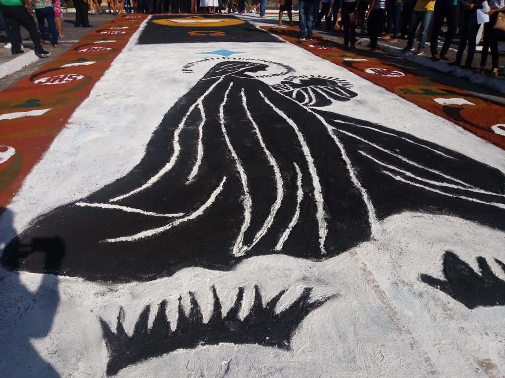 Tapetes de serragem atraem visitantes no Corpus Christi em Capanema — Foto: Noriel Magalhães/ TV Liberal