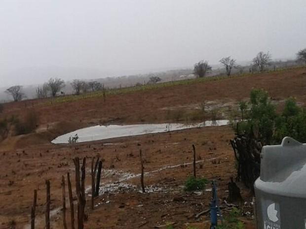 Em alguns pontos do Sertão deu para encher barragens no Povo Risada, em Poço Redondo (SE) (Foto: Edna Ferreira)