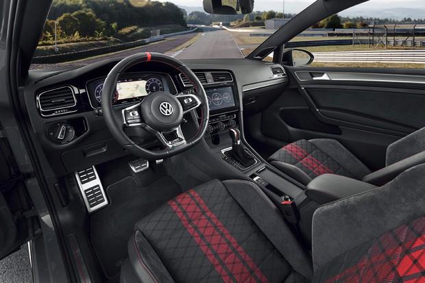 Interior do Golf GTI TCR tem detalhes vermelhos e volante esportivo exclusivo (Foto: Divulgação)