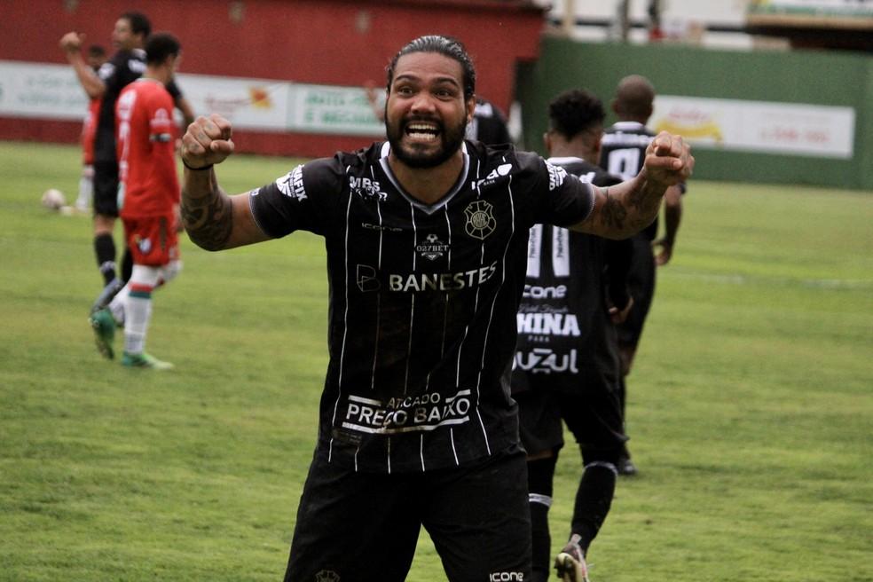 Gerley comemorou o seu primeiro gol pelo Rio Branco-ES — Foto: Vitor Recla