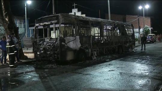Prefeitura, bancos e delegacias são atacados na 2ª noite de violência em Fortaleza e interior do Ceará