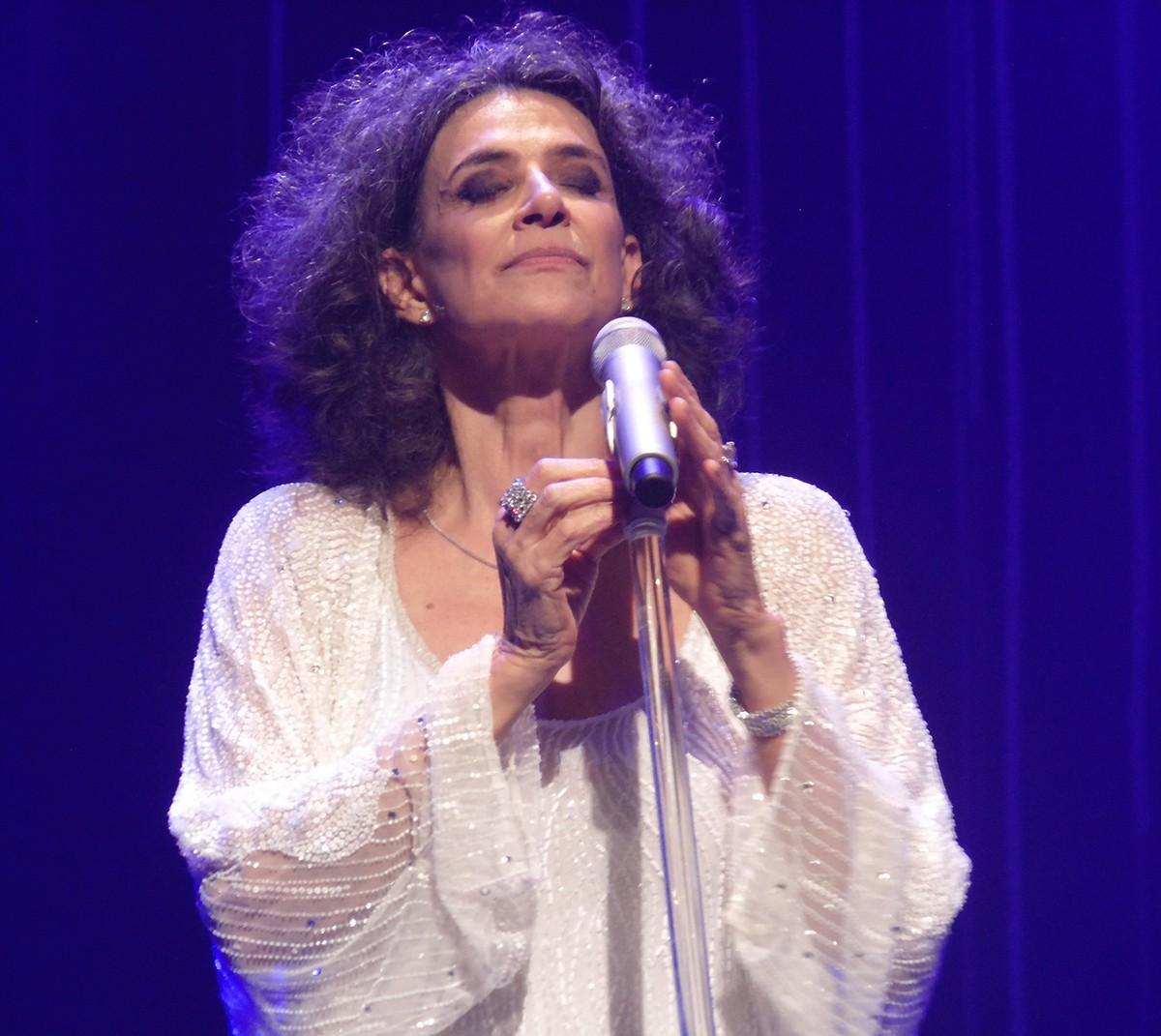 Simone traz show em que canta músicas de Ivan Lins ao Teatro Guararapes - G1