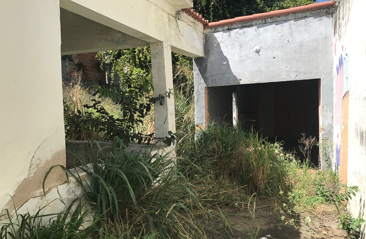 Proprietários de imóveis abandonados são notificados em Campos, no RJ