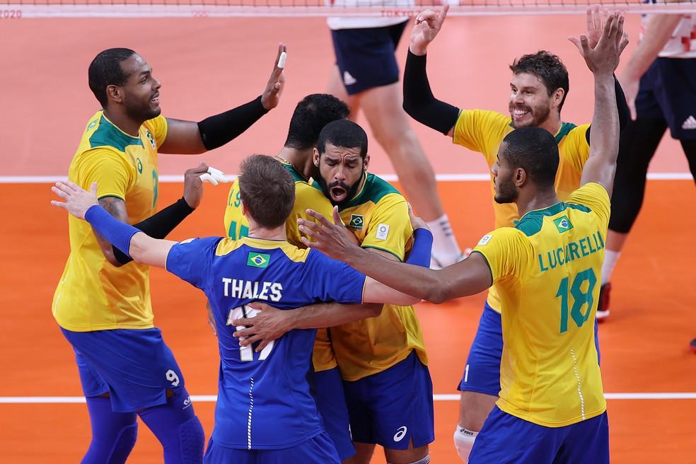 Jogadores do Brasil comemoram vitória sobre os EUA — Foto: Toru Hanai/Getty Images