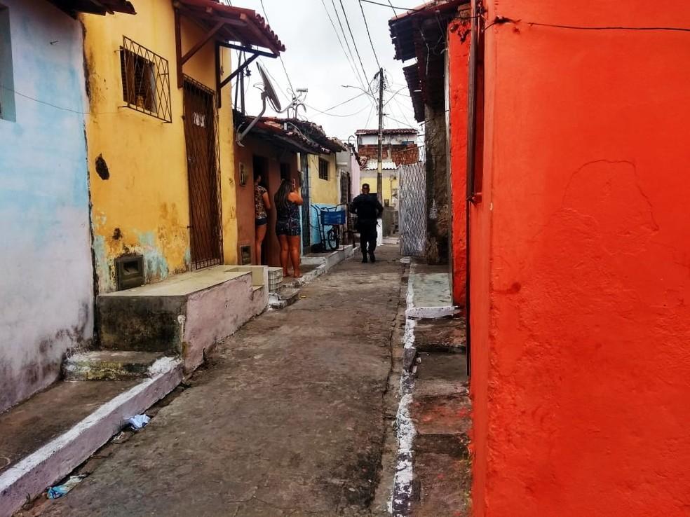 Ex-policial militar foi morto na comunidade do Mereto, na Zona Oeste de Natal — Foto: Acson Freitas/Inter TV Cabugi