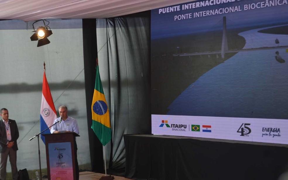 Governador de Mato Grosso do Sul, Reinaldo Azambuja, destacou que ponte viabilizará a rota bioceânica. — Foto: Anderson Viegas/G1 MS