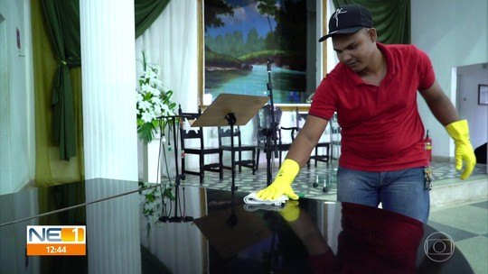 Refugiados venezuelanos passam a trabalhar em outras funções por não conseguir emprego na área de formação