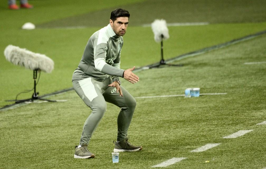 Abel Ferreira durante a partida entre Palmeiras x Athletico-PR — Foto: Marcos Ribolli