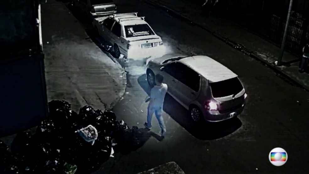 Vídeo mostra motorista de Marielle muito perto dos prováveis assassinos (Foto: rede globo)