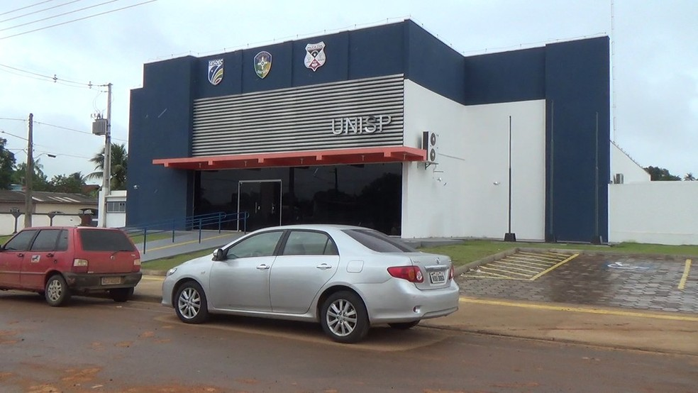 Suspeitos e objetos apreendidos foram encaminhados à Unisp da cidade.  — Foto: Rinaldo Moreira/G1