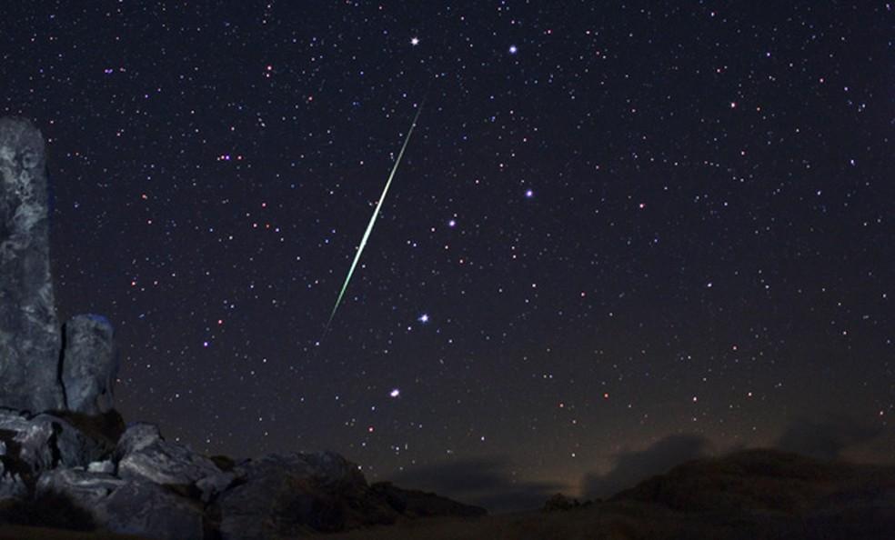 Chuva de meteoros está associada à larga trilha de destroços deixados pelo asteroide 3200 Phaethon (Foto: AstroPics.com, Wally Pacholka / AP)